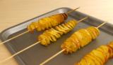 Video: Spiralkartoffeln auf einem Holzstab selber machen
